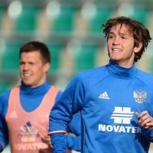 1504175720 fernandes 300x300 - Фернандес забил гол в дебютной игре за сборную России