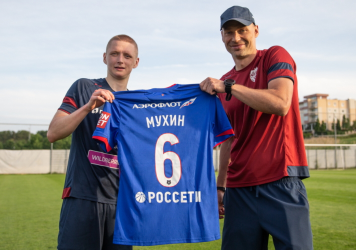 mukhin 712x500 - Мухин сравнил тренерский стиль Березуцкого и Николича